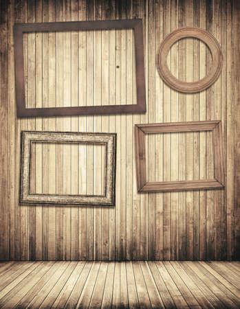 marco madera: Marcos de madera que cuelga en la pared de color marrón con tablones de pino viejo, piso de abeto.