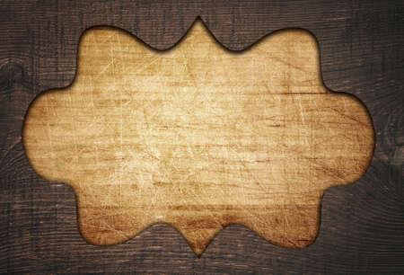 grecas: Marco de madera oscuro adornado marr�n, calado en la tabla de cortar rasgu�ado viejo.
