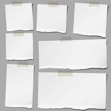 nota de papel: Conjunto de varios papeles de nota rasgados grises con cinta adhesiva. Vectores