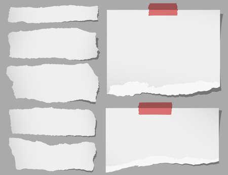 Set van verschillende grijze gescheurde notitieblaadjes met plakband. Stock Illustratie