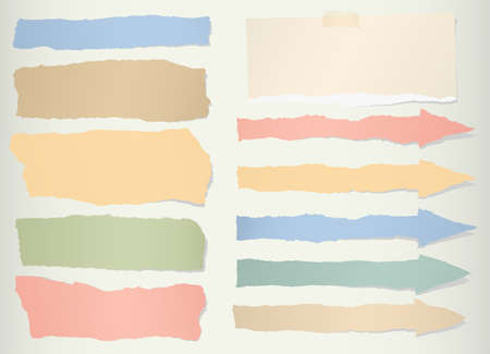 papel de notas: Los pedazos de papel en blanco colorido desgarrado, símbolo de la flecha.