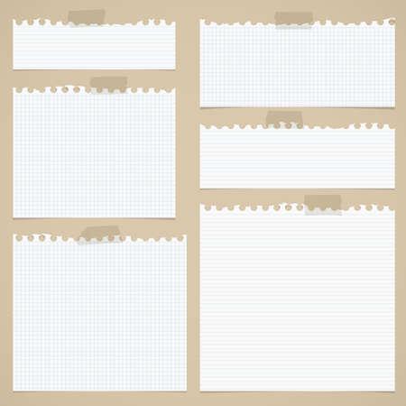 引き裂かれた白の部分は並ぶ、茶色の背景に粘着テープでノートを乗します。