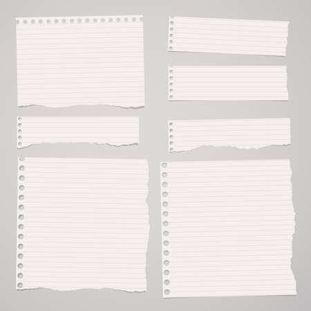 Trozos de papel cuaderno rayado blanco arrancó están atrapados en el fondo de color marrón claro.