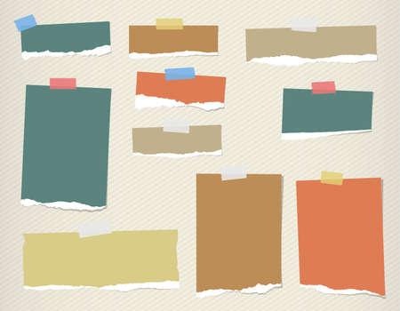 papel de notas: Papel de nota en blanco colorido rasgado están atrapados en el patrón de rayado.