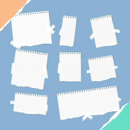 異なるサイズの部分支配白いメモ、ノート、お手本シート、ストリップ正方形の青い背景に粘着テープで立ち往生し、破れた紙のコーナーで。  イラスト・ベクター素材