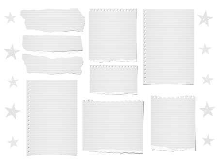 Note rayée déchirée, bandes de papier pour cahier, feuilles de texte ou de message collées sur un fond blanc avec des étoiles Banque d'images