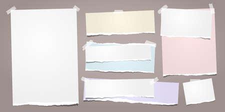Weißes und buntes zerrissenes Notizbuchpapier, zerrissene Notizpapierstreifen auf braunem Hintergrund. Vektor-Illustration.