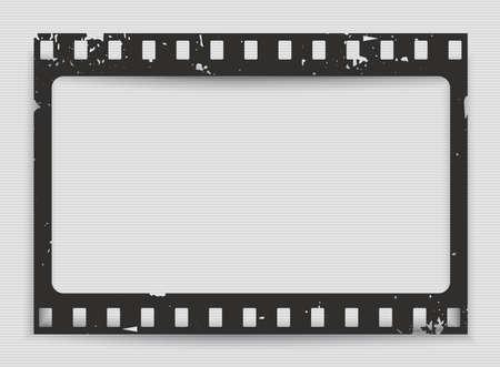 Tira de película de grunge rayado negro con sombra sobre fondo rayado. Ilustración de vector. Ilustración de vector