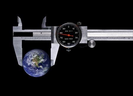 Eine Dicke mit Globus auf schwarzem Hintergrund Standard-Bild - 1412842