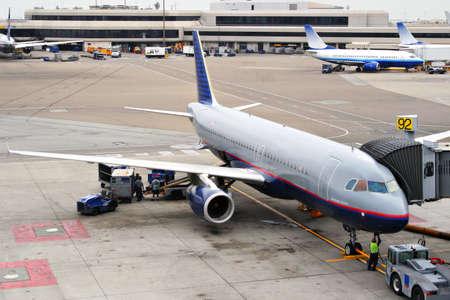 agachado: Aeronave de atenuaci�n en la estaci�n de control para fiinal antes de despegar