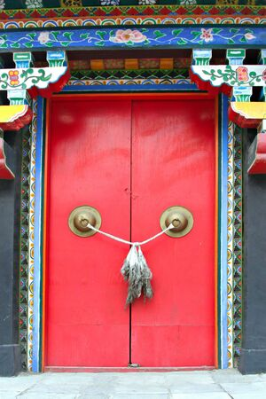 Knot on red door to Chinese old temple Stock Photo - 2011029