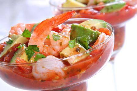 gamba: Cocktail de camarones con salsa de aguacate salsa