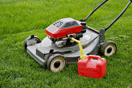 Lawn Mower and Gasoline Tank in the Field Imagens