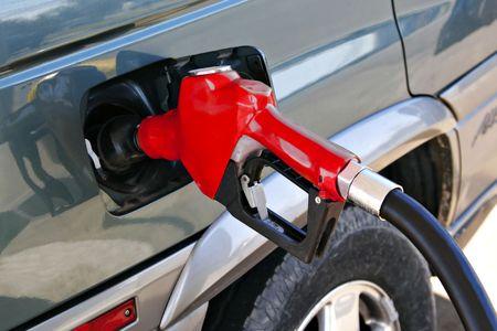 bomba de gasolina: boquilla de la bomba de gasolina de color rojo