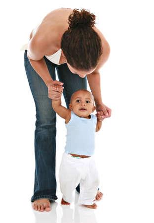 first step: Mutter Holding Baby's Hands f�r den ersten Schritt