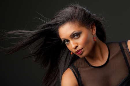 cabello negro: Africanos Modelo Centroamericano de Mujeres Retrato Low Key