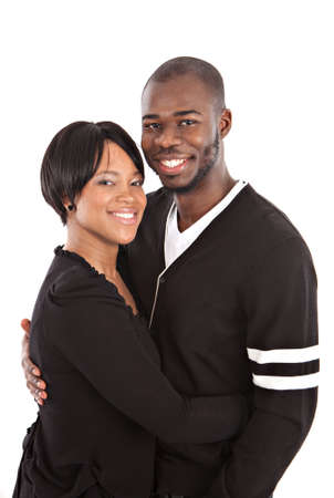 pareja abrazada: Joven Pareja Feliz Primer afroamericano Retrato Aislado