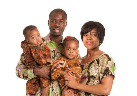 ni�os africanos: Retrato de familia feliz sonriente afroamericano Aislado sobre fondo blanco