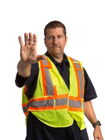 gestos: Oficial de seguridad Chaleco uso de Safty Hand Gesture dirigir el tráfico en el fondo aislado