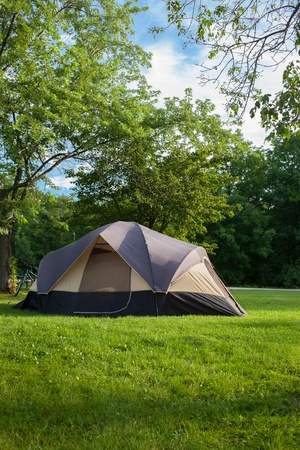 Camping Tent at Campground during Daytime in Woods Imagens