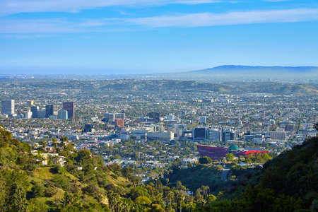 Vista panorámica de la Hollywood del oeste de las colinas de Hollywood. Los Angeles, California