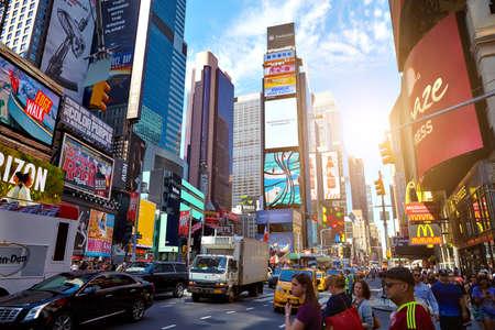 ニューヨーク シティ - 2016 年 6 月 14 日: タイムズ ・ スクエア。高層ビル