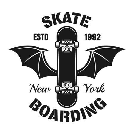 Skateboard met vleermuis vleugels vector embleem in vintage zwart-wit stijl geïsoleerd op een witte achtergrond