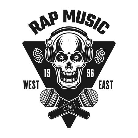 Rap-Musik-Vektor-Emblem, Abzeichen, Etikett oder Logo mit Totenkopf in Kopfhörern und gekreuzten Mikrofonen. Monochrome Artillustration der Weinlese lokalisiert auf weißem Hintergrund