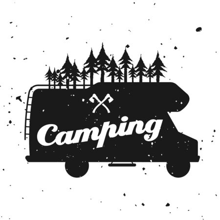 Outdoor-Camping-Vektor-Monochrom-Emblem, Etikett, Abzeichen, Aufkleber mit Wohnmobil-Silhouette und Wald einzeln auf strukturiertem Hintergrund