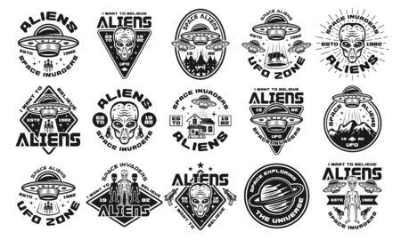 Conjunto de extraterrestres y ovnis de quince emblemas vectoriales, etiquetas, insignias o logotipos en estilo monocromo vintage aislado sobre fondo blanco.