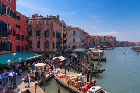 VENICE, ITALY, MAY 23, 2017: Magnificent daily view of Gondola with classical buildings along the famous Grand canal in Venice, Italy 免版税图像