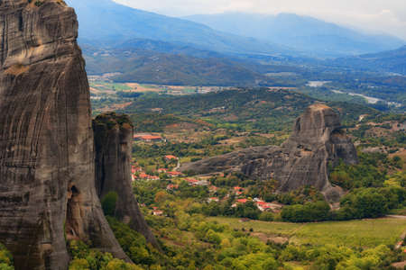 Magnificent autumn landscape of Meteora. Meteora rocks in a sunny, cloudy day. Pindos Mountains, Thessaly, Greece, Europe 免版税图像