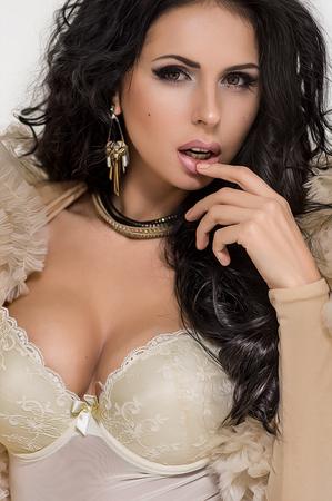 sexy young girl: Женщины в нижнем белье из слоновой кости