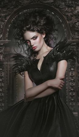 Kobieta w gotyckiej sukni mody