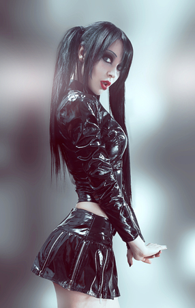 黒のビニール衣装でセクシーなブルネットの女性のゴシック スタジオ ポートレート 写真素材