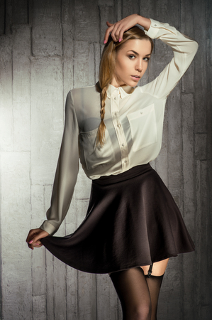 blusa: Girl in black skirt and white blouse