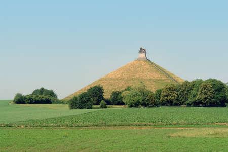 Słynne wzgórze pomnik na polu bitwy w pagórkowatej okolicy Waterloo, w Belgii, gdzie francuski cesarz Napoleon został pokonany przez sojusz zdecydowanie angielski, niemiecki, Prusów i Holandii w 1815 roku, kończąc 20 lat we Francji i ekspansji Zdjęcie Seryjne - 504279