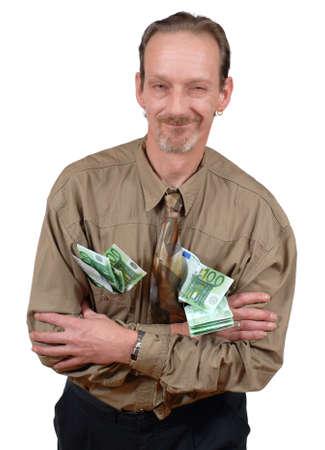 ego�sta: Slick alternativas y sonre�r sard�nicamente altos hombre de negocios cargado de billetes en euros. Aislado en blanco.