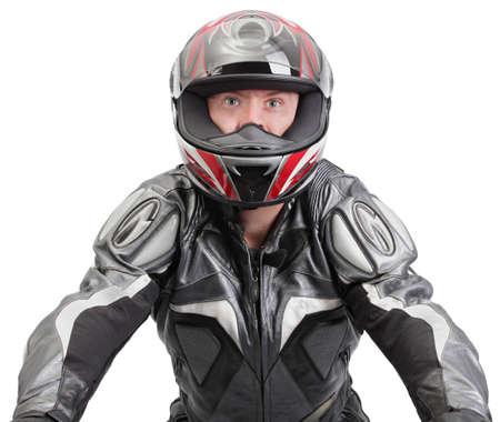 Macho dura motocicleta o moto rider en vista frontal una moto (invisible) en la marcha de cuero completa con casco de dirección. Perfectamente aislado en blanco por lo telones de fondo personalizados son fáciles de encajar detrás.