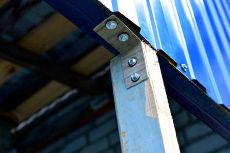 Fasteners of a wooden structure with the help of an iron corner and self-tapping screws