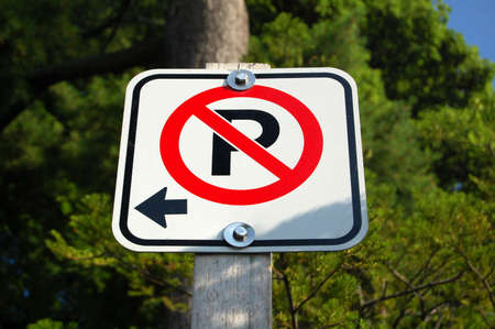 No hay aparcamiento lado izquierdo Foto de archivo - 43630162