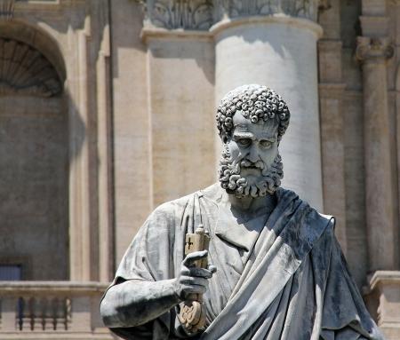 세인트 피터 바티칸 로마 이탈리아에서 하늘 성 베드로 광장에 키를 들고 스톡 콘텐츠