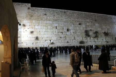 Pilgrims and tourists visiting Western wall at the night  Jerusalem, Israel   Stock Photo - 16373038