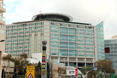 La vista de la calle Tel Aviv Sourasky Medical Center La arquitectura del edificio se refleja en el helipuerto artesan�a, la materialidad y el arte del dise�o y la incluyen en el techo, es el complejo hospitalario de tercer m�s grande en el pa�s y s