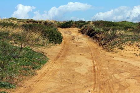 Motocross 및 autosport 푸른 하늘 배경에 추적 스톡 콘텐츠