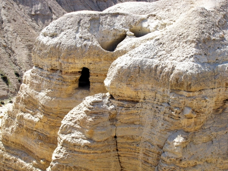 The caves of Qumran near the Dead Sea   Israel  Here were found the famous ancient Jewish religious scrolls 版權商用圖片 - 18398978