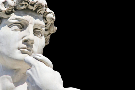 male likeness: Detalle de primer plano de Miguel �ngel s David estatua sobre fondo negro, con espacio para el dise�o o el texto