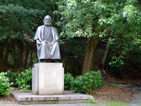 karl: Karl Marx in Carlsbad- Monument to the founder of the Communist idea