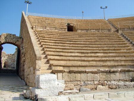 roman amphitheatre: antiguo anfiteatro romano en Ces�rea, Israel Foto de archivo