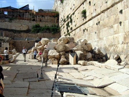 Walls  and ruins of the Second Temple  Jerusalem Editorial